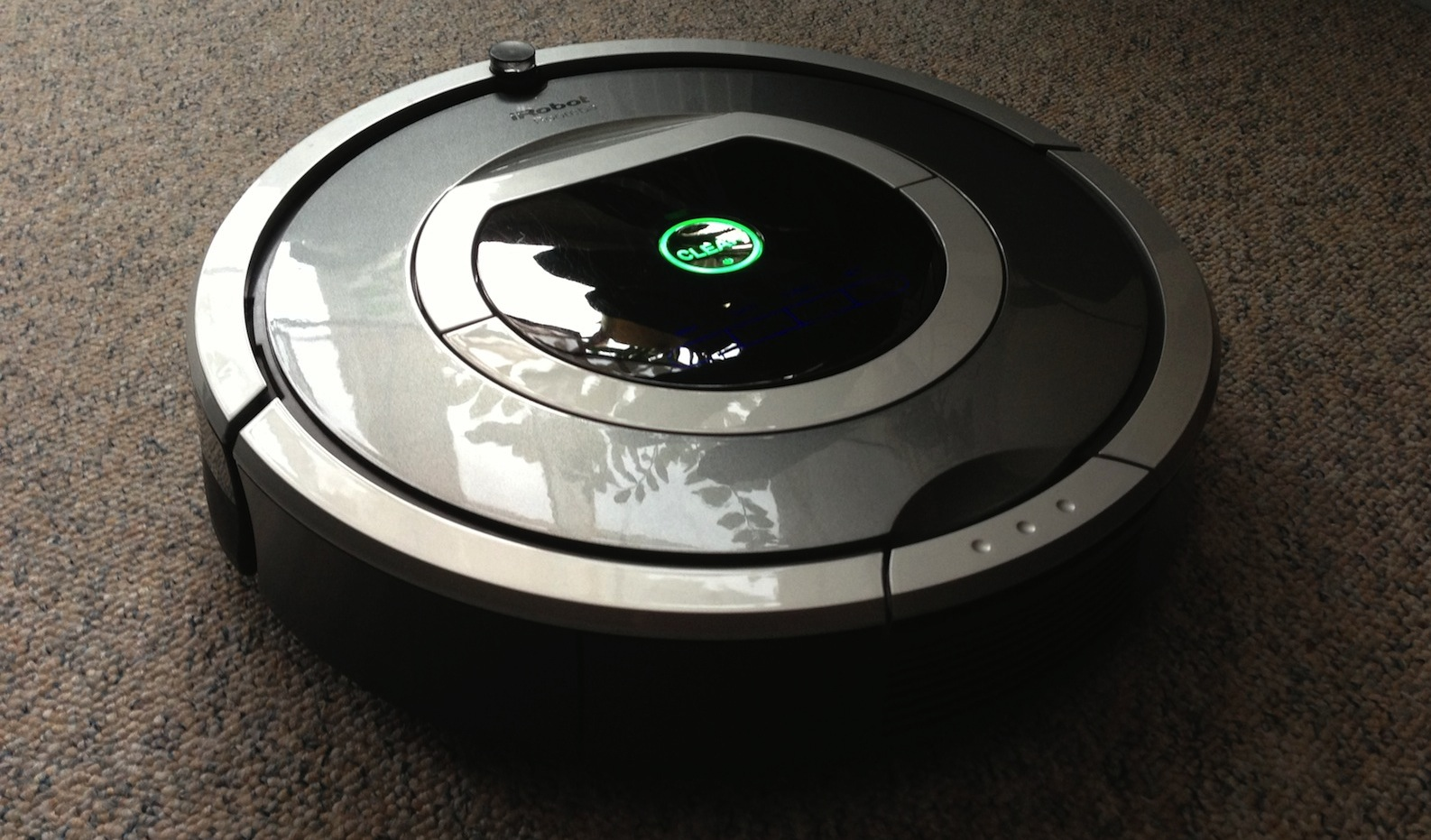 erfahrungsbericht irobot roomba 780 staubsaug roboter. Black Bedroom Furniture Sets. Home Design Ideas