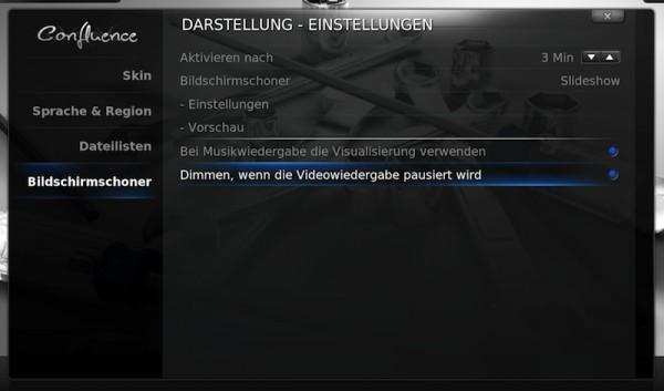 XBMC - Einstellungen > Darstellung > Bildschirmschoner > Dimmen, wenn Videowiedergabe pausiert wird