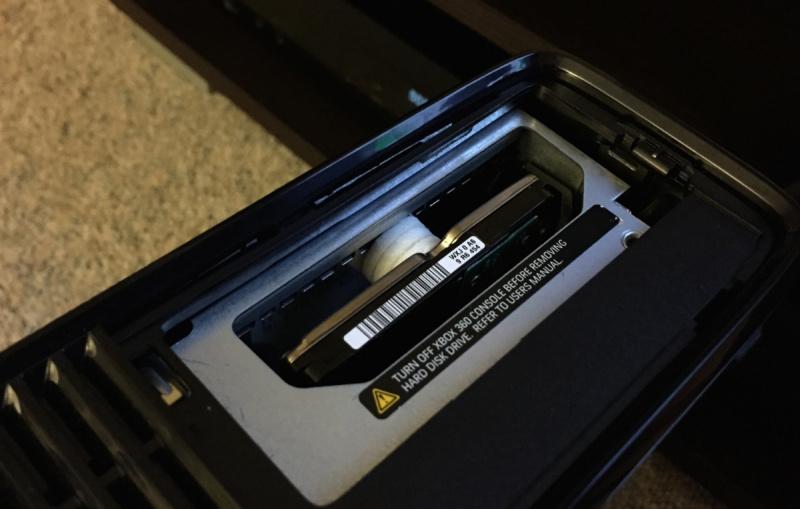 Xbox 360 Slim - Festplatte eingebaut