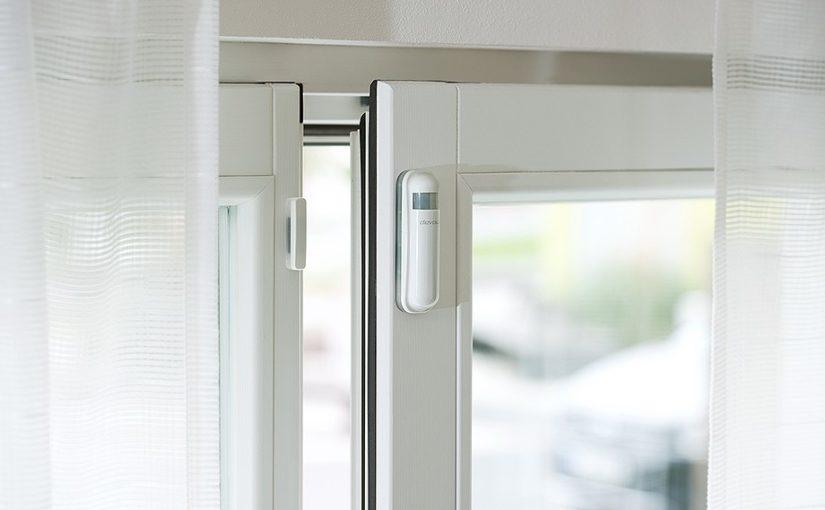 devolo smart home fensterkontakt pressebild 825x510 - Devolo Home Control Zentrale – Update – neue Funktionen für Regeln u.v.m.