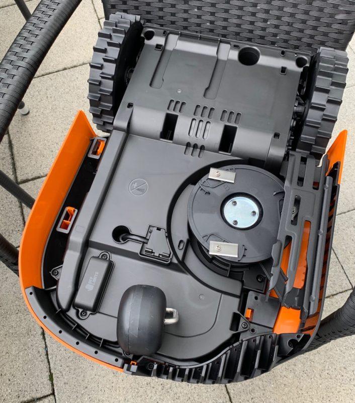 worx landroid m500 wr141e unterseite 706x800 - Test - Worx Landroid M500 2019 (WR141E) - Mähroboter