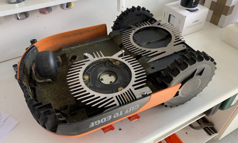 worx landroid m500 wr141e messerschutz pacman 800x481 - Test - Worx Landroid M500 2019 (WR141E) - Mähroboter