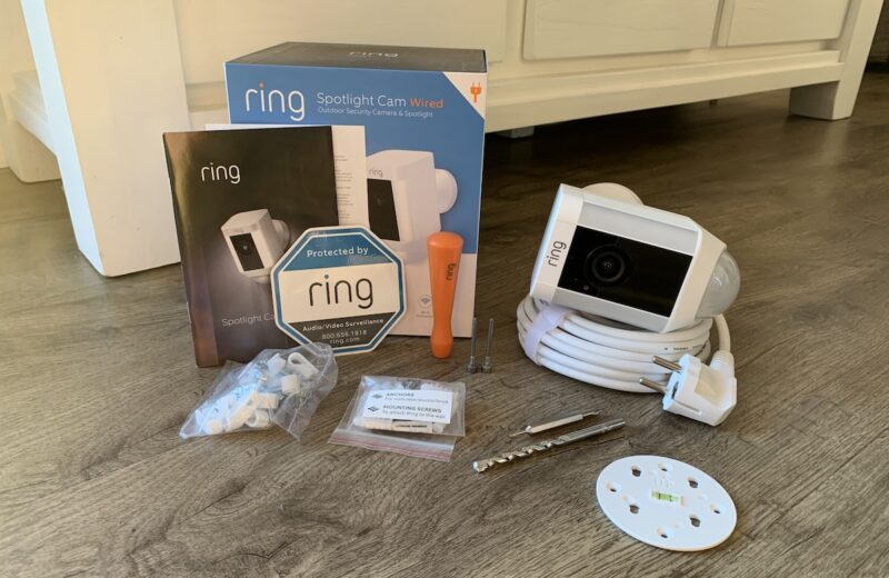ring spotlight cam wired lieferumfang 800x520 - Test - Ring Spotlight Cam Wired mit 140° Blickwinkel