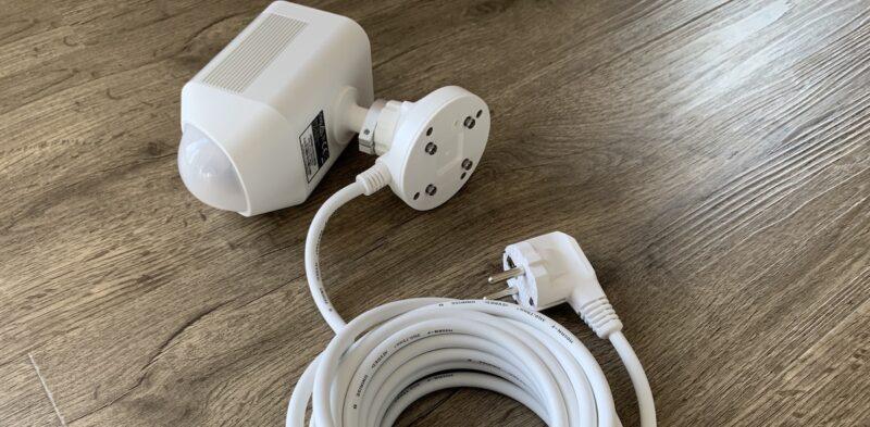 ring spotlight cam wired schukostecker 800x393 - Test - Ring Spotlight Cam Wired mit 140° Blickwinkel
